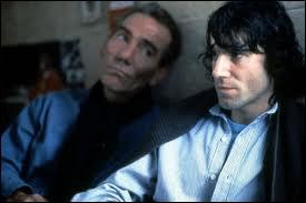 Ce très bon film est également basé sur des faits réels. Quel film avec Daniel Day-Lewis dénonce le système judiciaire des années 70 pendant le conflit nord-irlandais ?