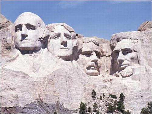 Comment se nomment les présidents représentés sur le mont Rushmore ? (de gauche à droite).