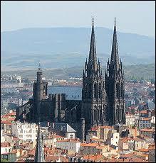 Pourquoi la cathédrale de Clermont-Ferrand est-elle noire ?