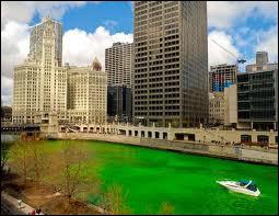 A l'occasion de la fête de la Saint-Patrick, cette ville américaine teint sa rivière en vert irlandais ! Cela se passe... ?
