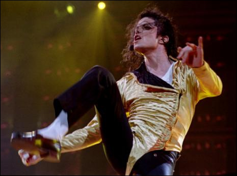 Combien de danseurs accompagnent Michael sur   Wanna Be Startin' Something   ?