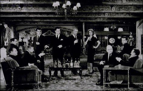 Marie-Hélène Dumoulin décide de réunir pour un dîner les neuf membres de l'ancien réseau pour la résistance à l'occupation allemande,  Vaillance , dont elle faisait partie en 1944.