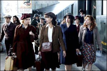 L'histoire de cinq Françaises qui, durant la seconde guerre mondiale, aidèrent efficacement la Résistance pour délivrer un officier britannique des geôles allemandes .