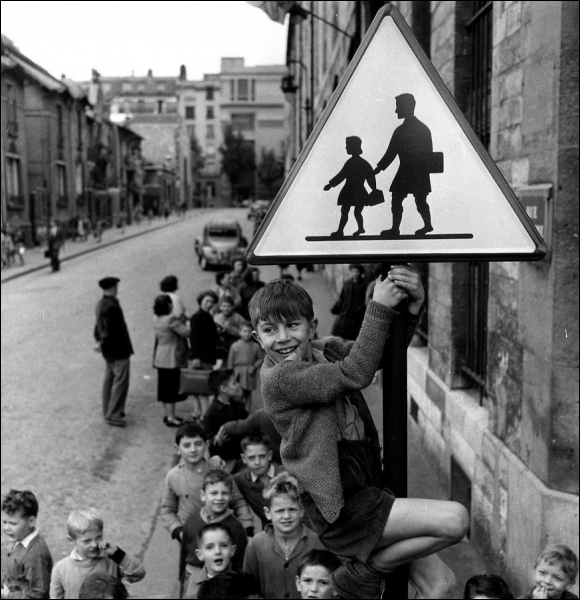 Quel est le nom de cette photographie sign  233 e Robert Doisneau  Robert Doisneau Photography Children
