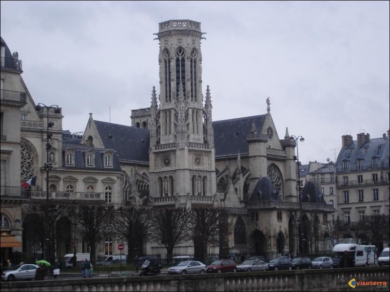 Quel est le nom de ce bâtiment de Paris ?