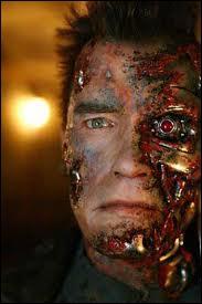 Dans le premier film  Terminator , réalisé par James Cameron en 1984, l'acteur principal qui n'est autre qu'Arnold Schwarzenegger prononce seulement 7 phrases durant le long métrage.