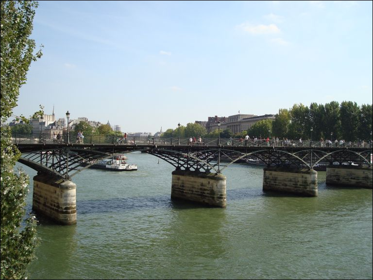 Quel est le nom de ce pont de Paris ?