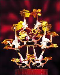 Pour admirer les meilleurs acrobates du monde, il vaut mieux aller à --------------.