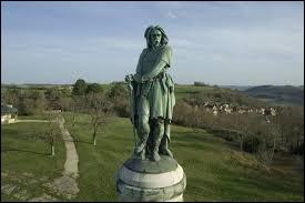 Dans quelle commune actuelle se trouve le site de la bataille ? Sur le lieu a été érigée une statue monumentale en l'honneur du héros légendaire.
