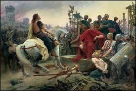 Lors de sa reddition, Vercingétorix jette ses armes aux pieds du vainqueur.Que fait-il ensuite en signe d'allégeance ?