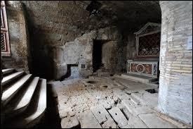 Vercingétorix, captif, sera incarcéré pendant 6 ans dans l'infâme prison sous-terraine de la Rome antique creusée au pied du Capitole. Quel est le nom latin de cette prison connue aussi sous le nom de prison Mamertine ?