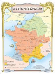 Vercingétorix tente de fédérer autour de lui les autres tribus gauloises contre l'envahisseur romain. Il parvient à rallier à sa cause le roi Viridomaros qui était pourtant un fidèle allié de Rome. De quel puissant peuple celte ce dernier était-il le roi ?