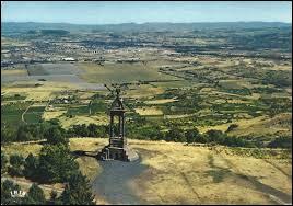 Ce renversement d'alliance permet à Vercingétorix de remporter une bataille en juin -52. près de sa capitale Nemossos. Quelle est cette bataille ?