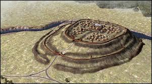 Vercingétorix concentre ses troupes derrière une fortification imprenable dans l'attente des renforts alliés. Il espère prendre les romains en tenaille lors d'une offensive conjointe. Comment appelle-t-on les camps civils et militaires retranchés au sommet d'une colline à l'époque romaine ?