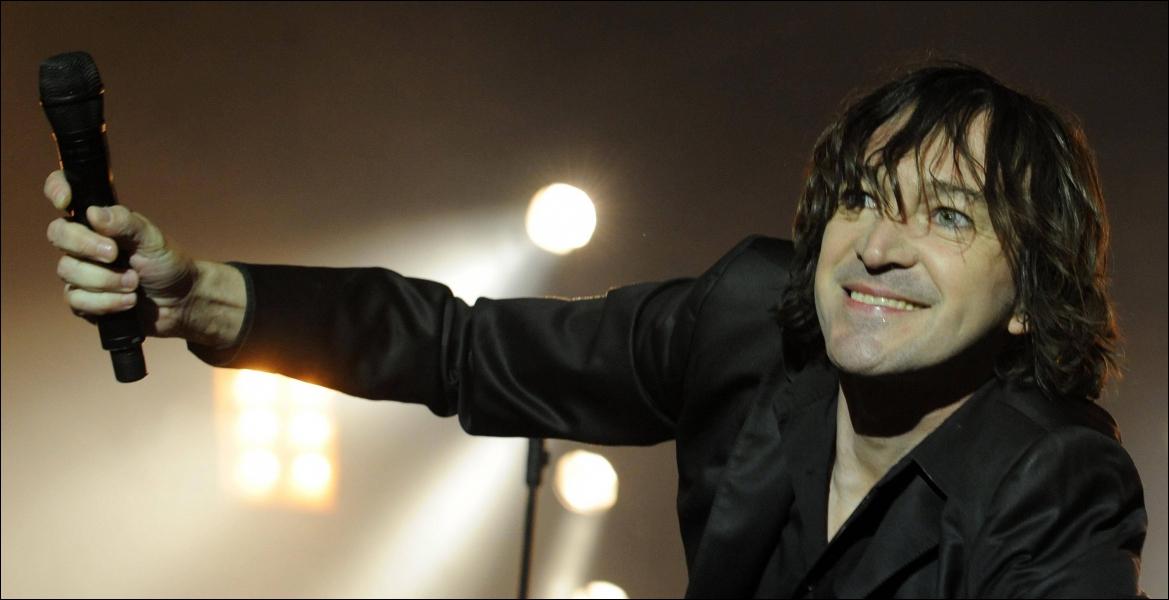 Le chanteur Cali...