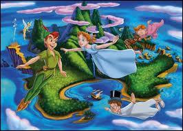 Dans la version française, comment s'appelle le pays merveilleux de Peter Pan ?