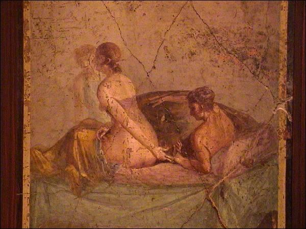C'est sur les murs des ruines de Pompéi que l'on peut admirer ces fresques parfois très osées, quel volcan fut à l'origine de la destruction de cette ville ?