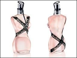 Par quel grand couturier ces flacons de parfum ont-ils été créés ?