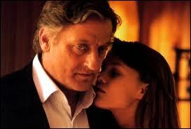 Dans ''Noce blanche'' , Vanessa Paradis tombe amoureuse d'un homme d'âge mûr : Bruno Cremer. Quelle est sa profession dans ce film ?