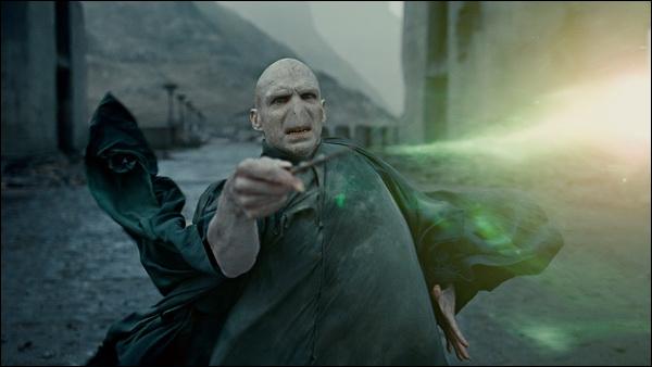 A qui Voldemort lance-t-il le sortilège de la Mort ?