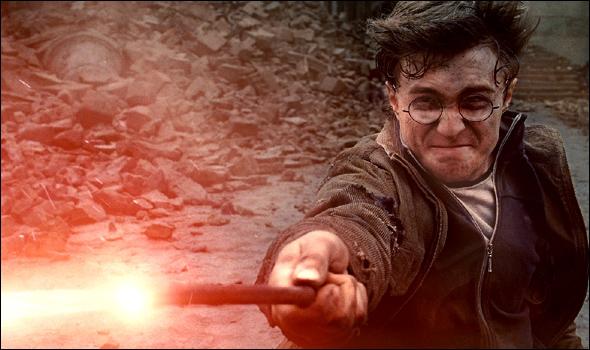 Et pour finir, à qui Harry lance-t-il le sort :   Expelliarmus  ?