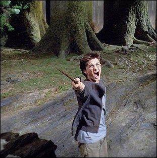 Sur qui Harry jette-t-il un sort ?