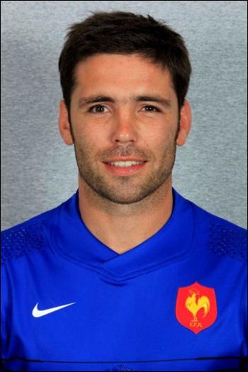Dans quel sport s'illustre Dimitri Yachvili ?