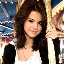Selena est la plus jeune ambassadrice de ...
