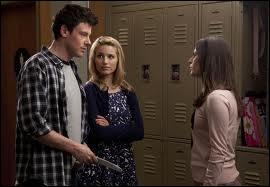 Dans quelle série retrouve-t-on Quinn, Rachel et Finn ?