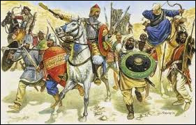 Son prestige grandit lorsque son armée repousse des envahisseurs qui avait déjà conquis l'Espagne. Qui sont-ils ?
