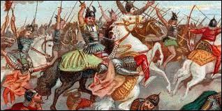 L'invasion est stoppée en 732 par la victoire de Charles Martel à la bataille de :