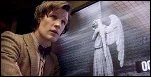 Le docteur est . .