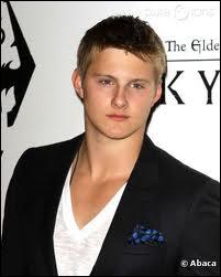 Comment s'appelle l'acteur qui joue le rôle de Cato ?
