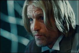 Comment s'appelle l'acteur qui joue le rôle de Haymitch Abernathy ?