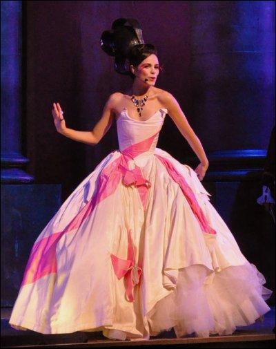 Pour quelle chanson Mélissa porte-t-elle cette deuxième robe ?