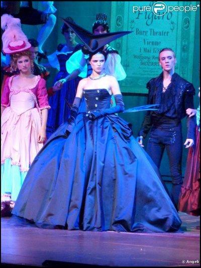 Pour quelle chanson Mélissa porte-t-elle cette troisième robe ?