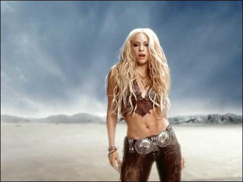Lo ro lo le lo le / Lo ro lo le lo le / Sabes que... / Estoy a tus pies (« Suerte », interprété par Shakira)