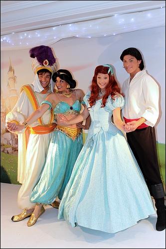 Question hors sujet : quelle(s) différence(s) y a-t-il entre les suites + la série tv de La petite sirène et celles d'Aladdin ?