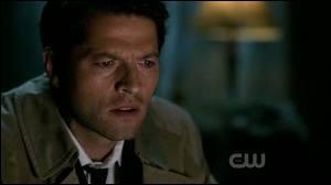 Que regarde Castiel à la télévision quand il y a Dean et Sam qui préparent leurs armes ?