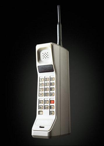En 1985, qui a crée le premier téléphone portable ?