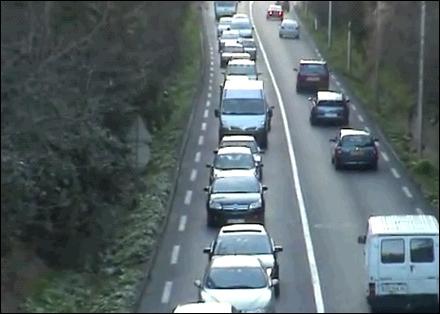 Qu'est-ce qui provoque cet embouteillage ?