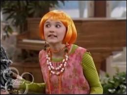 Comment se fait appeler Lily quand elle est avec Hannah Montana ?