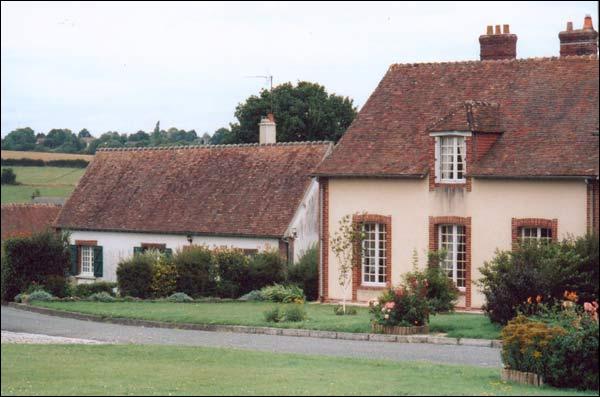 En 1952, il réalise son rêve en achetant le domaine de la Pichonnière où il élèvera des vaches et des chevaux... Dans quelle région se trouve-t-il ?
