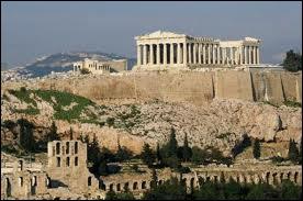 En Grèce, sur l'Acropole, est érigé un des monuments les plus célèbres : le Parthénon, temple dédié à...