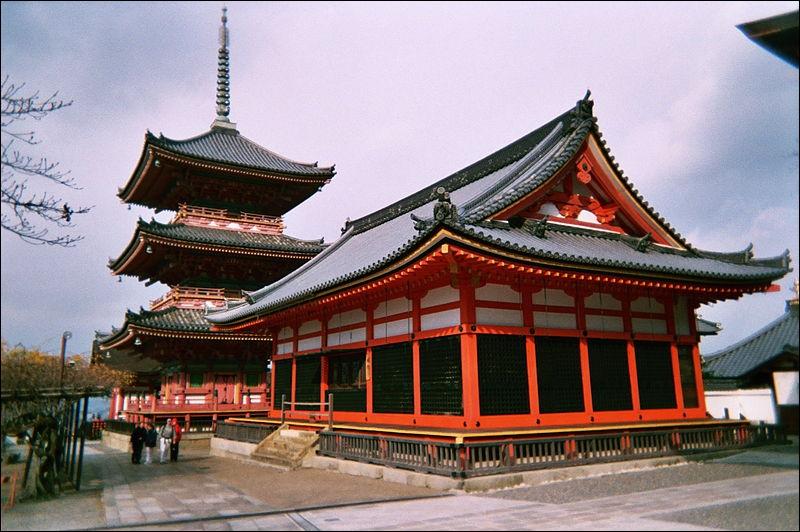 Le Kiyomizu-dera de Kyoto est... (C'est moins connu que la Tour Eiffel ! )