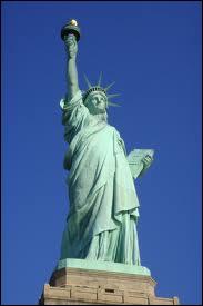 C'est la première chose qu'ont vue les immigrants qui arrivaient à New York : la statue de la Liberté. Quel pays en a fait cadeau aux USA ?