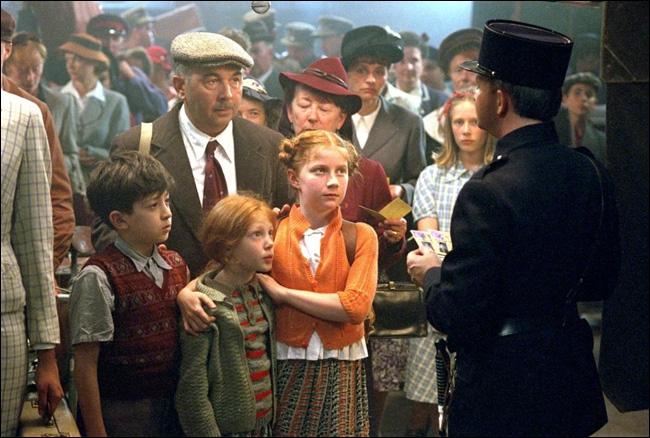 Durant la seconde guerre mondiale, un charcutier-traiteur se voit contraint de prendre la fuite en compagnie du jeune Simon, enfant juif à la recherche de sa famille.