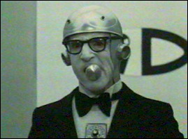 Qui se déguise en robot dans Sleeper en 1973 ?