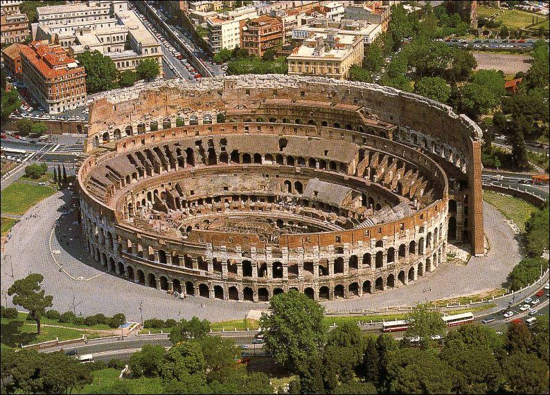 L'amphithéâtre Flavien fut construit à Rome par l'empereur Vespasien grâce au butin du sac de Jérusalem. Le cirque est plus connu sous le nom de Colisée. Il tient ce surnom...