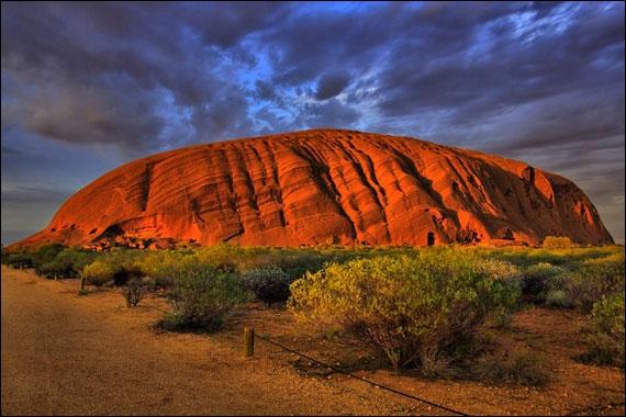 Ayers Rock (Uluru) est le seul ''gros caillou'' naturel de ce quiz. Si vous voulez admirer ses sources, ses cavernes et ses peintures rupestres, vous devrez aller...